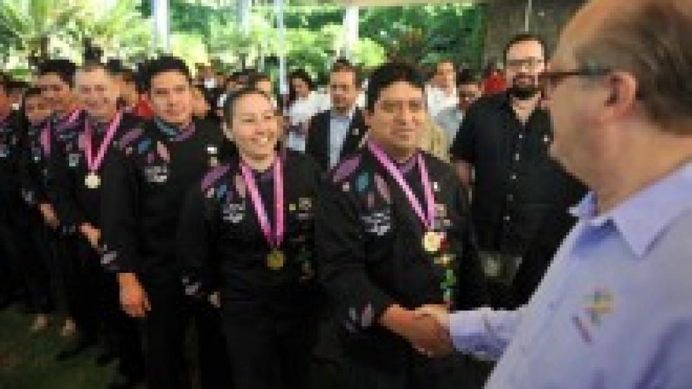 Lamenta Graco que hayan elegido a Cuauhtémoc Blanco como alcalde